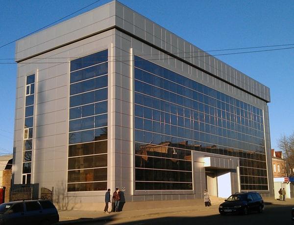 Облицовка фасада здания композитным листом
