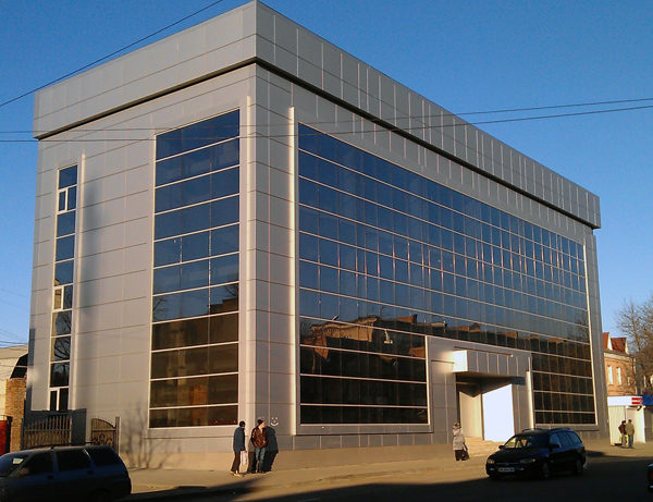 Стеклянный фасад, вентилируемые фасады, современный красивый фасад