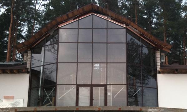 Фасадные конструкции в котедже