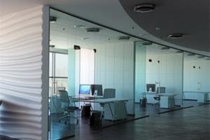 Стеклянные перегородки, цельностеклянные перегородки для офиса, офисные перегородки