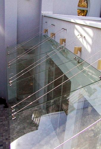 стеклянные навесы и козырьки
