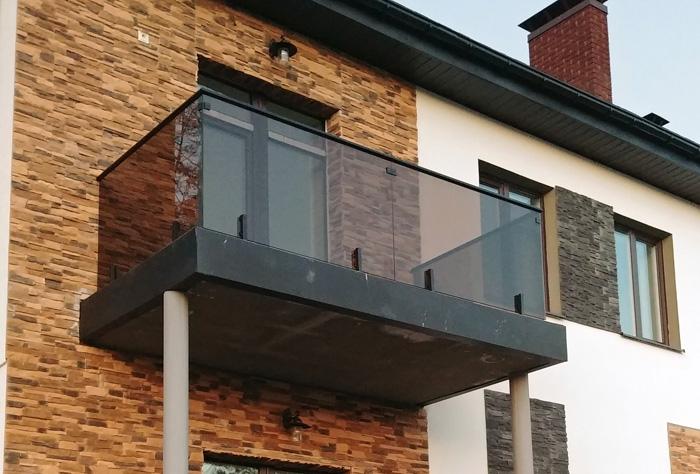 Балконные ограждения из стекла