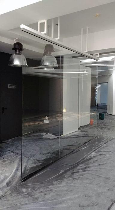 Стеклянная перегородка из закаленного стекло